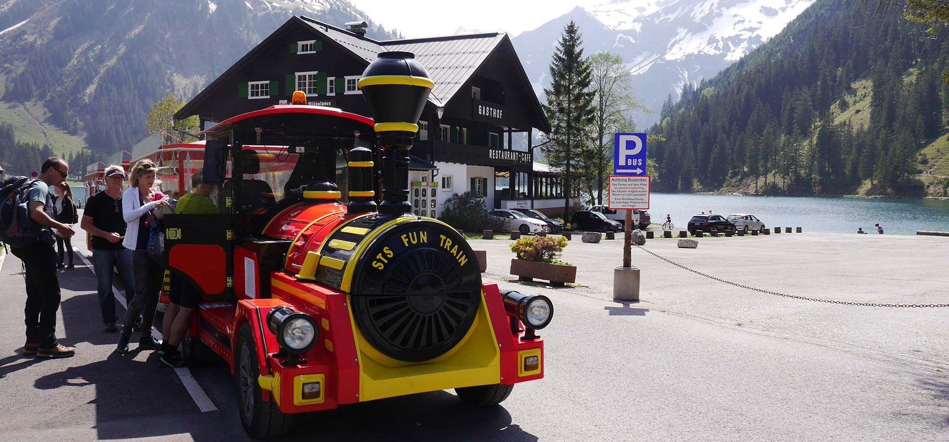 <p>Der Tannheimer <em>Alpenexpress</em></p>